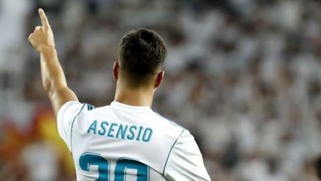 El delantero del Real Madrid Marco Asensio celebra su gol durante el partido de vuelta de la Supercopa.