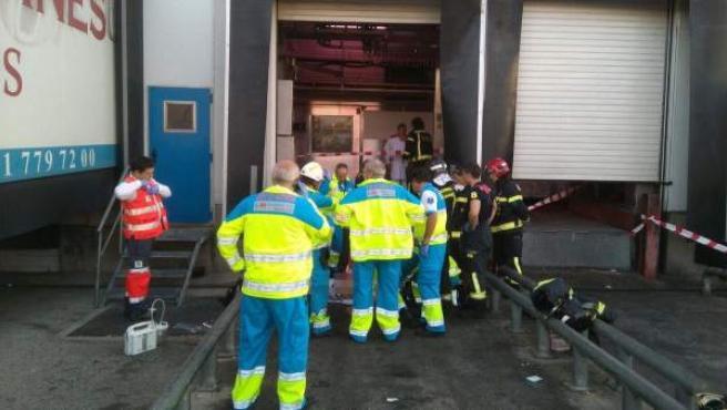 El Summa 112 confirma el fallecimiento del trabajador atrapado por el elevador de un camión.