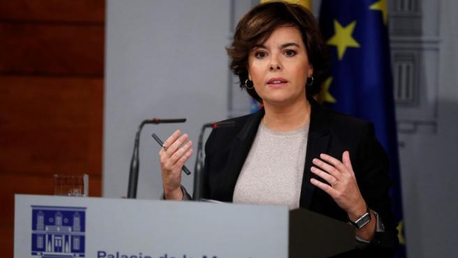 La vicepresidenta del Gobierno, Soraya Sáenz de Santamaría, durante su comparecencia en Moncloa después de que el Ejecutivo haya recibido la respuesta de Puigdemont a su requerimiento.