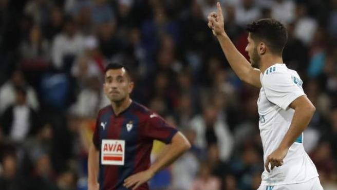 Marco Asensio celebra su gol ante el Eibar.
