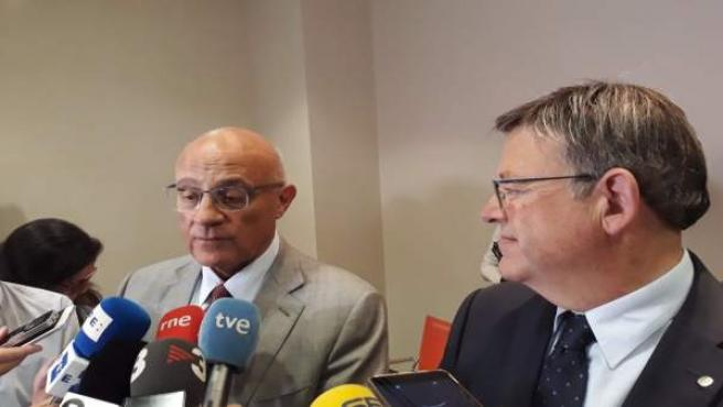 Josep Oliu atiende a los medios ante Ximo Puig
