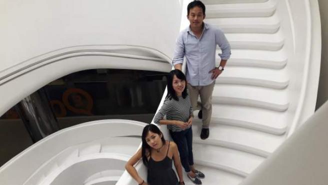 Natalia Zhu, Ou Sun y otra joven (que prefiere ocultar su nombre), hijos de inmigrantes chinos que han crecido y socializado en España y que ahora están en China atraídos por motivos laborales.