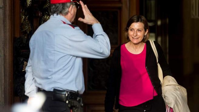 La presidenta del Parlament, Carme Forcadell, a su salida esta tarde del Parlamento. EFE/Quique García Carme Forcadell sale del Parlamento.