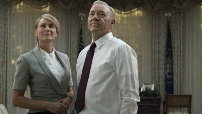 Una imagen de la quinta temporada de 'House of Cards', con Kevin Spacey y Robin Wright.