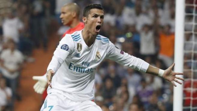 Cristiano Ronaldo celebra uno de sus goles en el Real Madrid - Apoel.