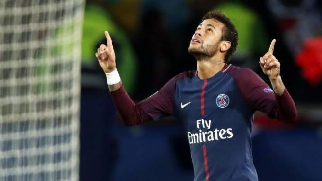 Neymar celebrando un gol con el PSG.
