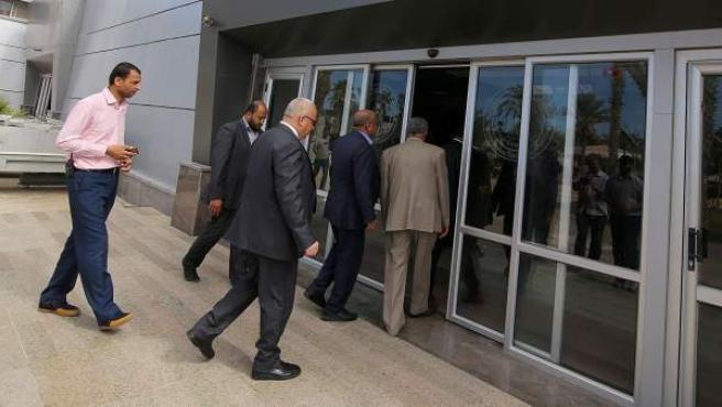 El movimiento islamista Hamás devuelve a la Autoridad Nacional Palestina (ANP) el control financiero y aduanero de las fronteras de la Franja de Gaza.