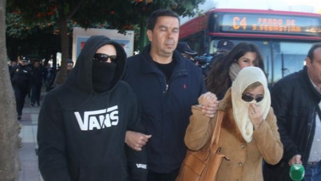 El Cuco y sus padres acuden al juzgado citados por falso testimonio.