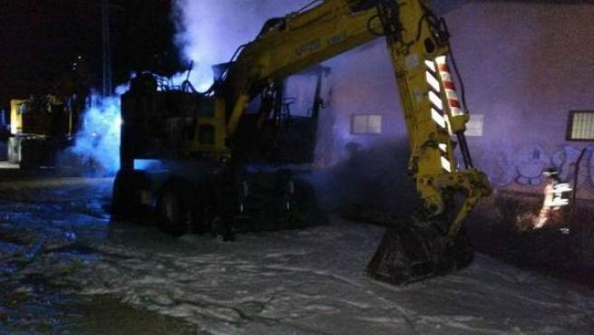 Excavadora de las obras del AVE en Murcia, tras sufrir un intento de incendio.