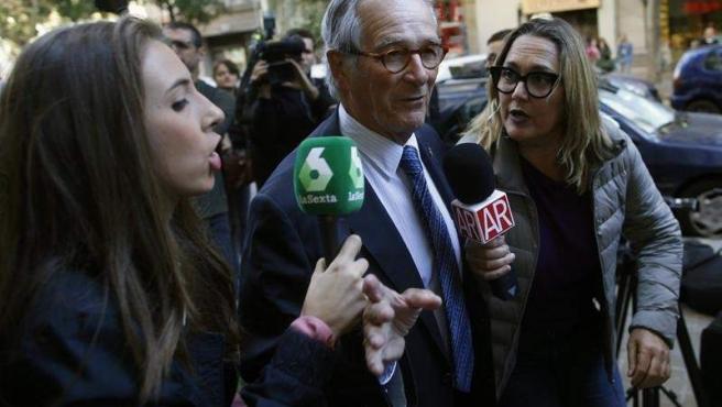 El exalcalde de Barcelona y actual portavoz de PDeCat, Xavier Trias, atiende a los medios a su llegada a una reunión del Comité Nacional de su partido en Barecelona.