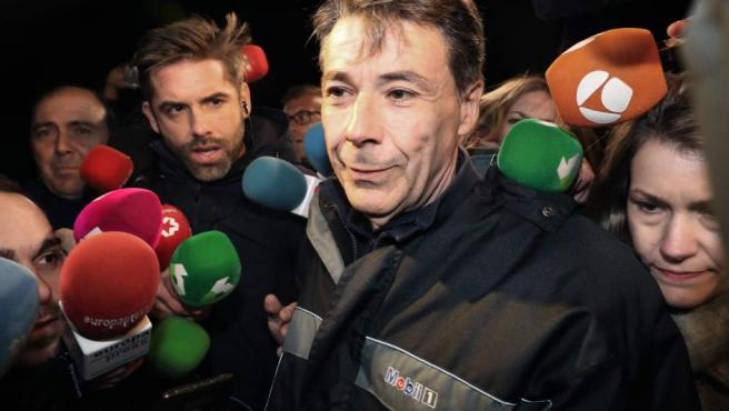 El expresidente de la Comunidad de Madrid Ignacio González a su salida de la madrileña cárcel de Soto del Real.