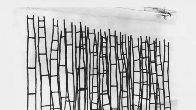 Rosemarie Castoro. Land of Lads 1975. Epoxy, steel, pigments, styrofoam. 274.32 x 203.2 x 53.34 cm. Courtesy of The Estate of Rosemarie Castoro and Broadway 1602 Harlem, NY © The Estate of Rosemarie Castoro.