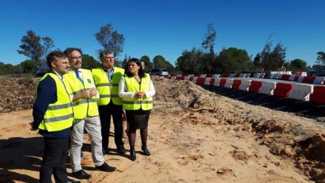 Los consejero de Medio Ambiente y de Fomento visitan paso de fauna en Almonte.