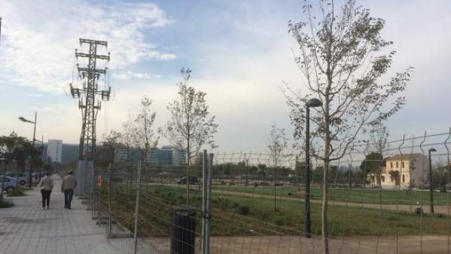 """Las torres eléctricas de media tensión habían paralizado la apertura del parque urbano de Malilla """"por razones de seguridad""""."""