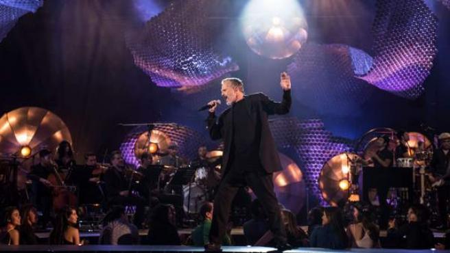 El cantante Miguel Bosé, durante un momento de su 'MTV Unplugged'.