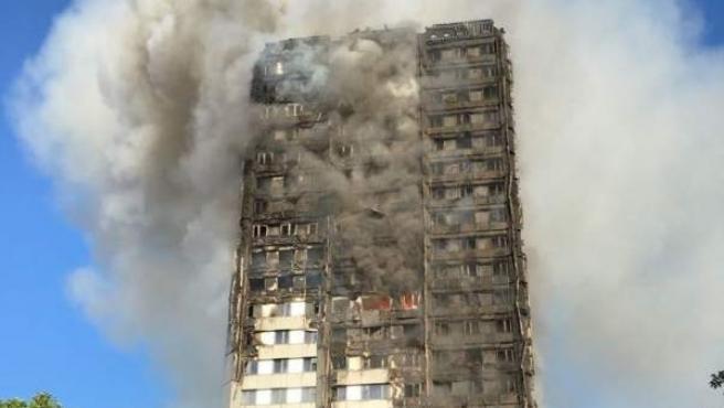 El edificio Grenfell Tower de Londres, en llamas.