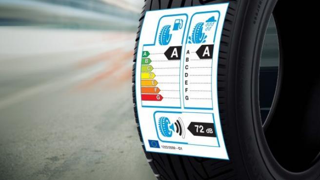 Con el Reglamento 1222/2009 para neumáticos de tipo C1 (turismos) es obligatorio que aparezcan las etiquetas europeas en los neumáticos que se venden a partir del 1 de julio de 2012.