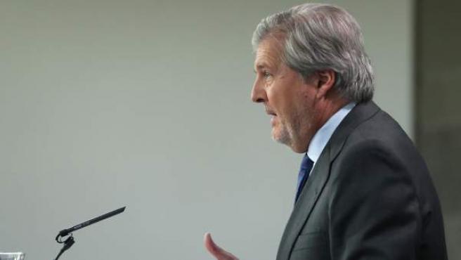 El portavoz del Gobierno y ministro de Educación, Cultura y Deporte, Íñigo Méndez de Vigo, durante la rueda de prensa posterior al Consejo de Ministros.