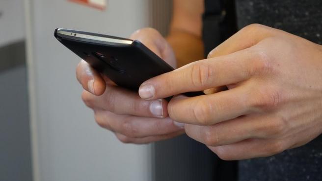 Whatsapp ofrece la posibilidad de enviar tu historial de chats por correo electrónico.