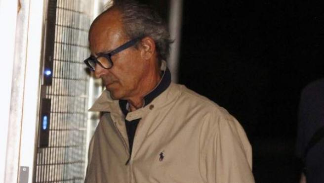 Edmundo Rodríguez Sobrino, uno de los detenidos y considerado hombre fuerte de González en Latinoamérica, a su llegada a la Comandancia de la Guardia Civil en Tres Cantos.