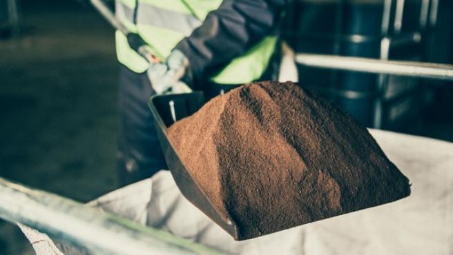 Según bio-bean, en Reino Unido se producen 500.000 toneladas de desechos de café molido que ahora, con esta empresa, se podrían reciclar.