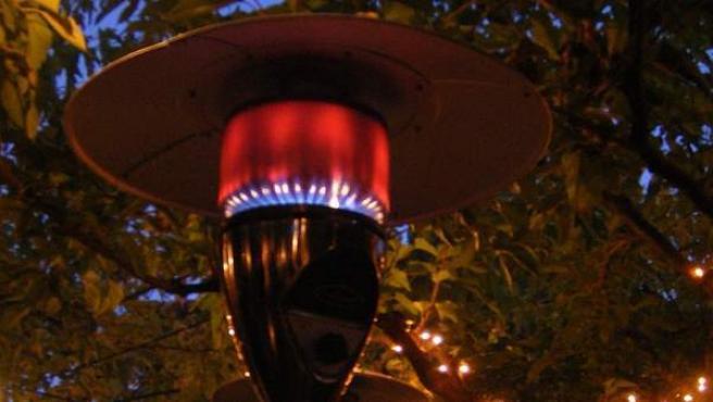 Una estufa de gas en una terraza, en una imagen de archivo.