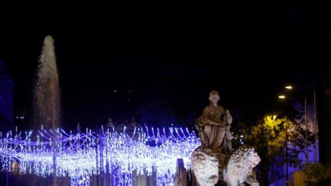 Iluminación navideña instalada en la plaza de Cibeles de Madrid tras el tradicional encendido.