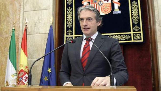 El ministro de Fomento, Íñigo de la Serna, en rueda de prensa en Almería