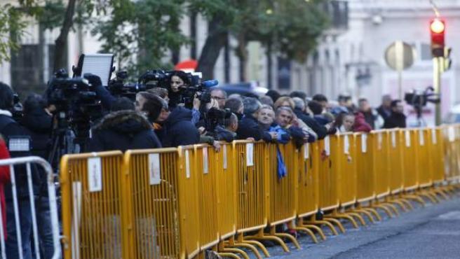Periodistas y cámaras a la entrada del Supremo por la declaración de Forcadell
