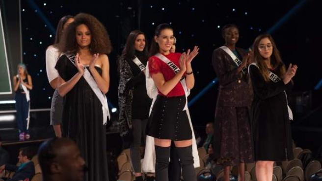 Fotografía cedida por la Organización Miss Universo, donde aparecen de izquierda a derecha, las candidatas de Francia, Alicia Aylies; de Egipto, Farah Sedky; de Finlandia, Michaela Soderholm; de Gana, Ruth Quarshie, y de República Checa, Michaela Habánová.