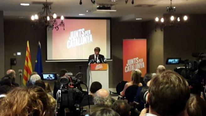 Carles Puigdemont en la presentación de la candidatura de JuntsxCat en un hotel belga.