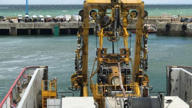 Una fotografía de la Marina de los Estados Unidos muestra a la embarcación Sophie Siem con el Undersea Rescue Command (URC) y el Sistema de Buceo y Recompresión de Rescate Submarino (SRDRS) a bordo, junto con el Módulo de Rescate Presurizado (PRM), de los EE UU, para el rescate del ARA San Juan.