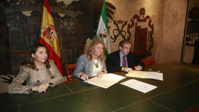 Angeles Muñoz alcaldesa de Marbella y Lara decano abogados