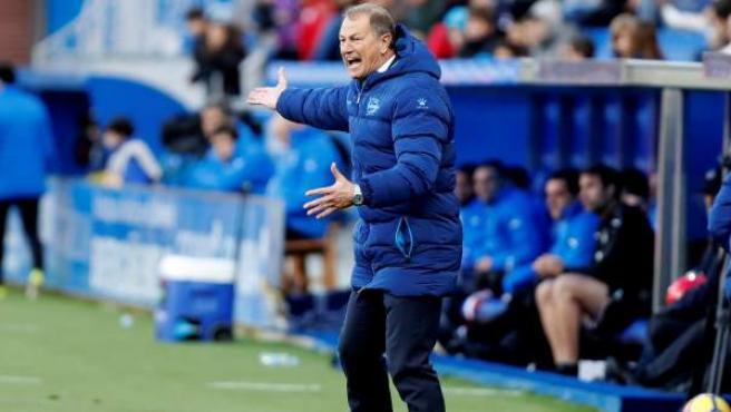 Gianni De Biasi en el partido entre Alavés y Eibar.