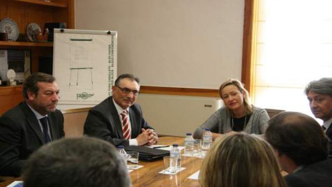 Reunión de Gastón con representantes del sector de la automoción.