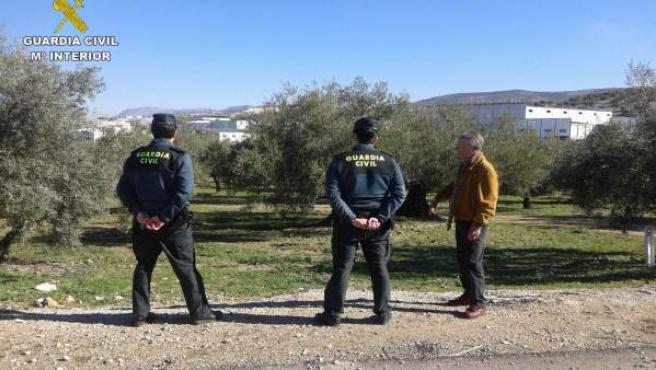 Guardias civiles durante el desarrollo de la campaña