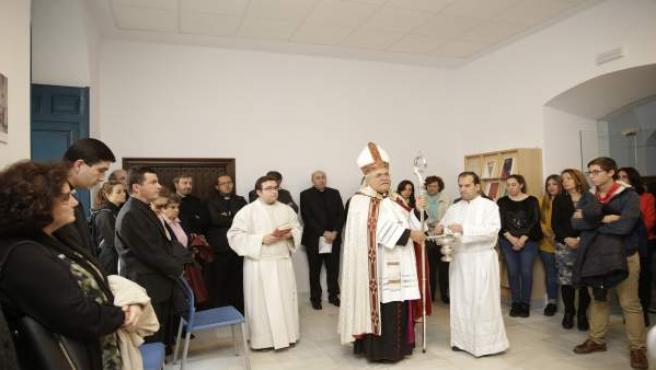 El Obispo bendice las nuevas instalaciones de la Biblioteca Diocesana