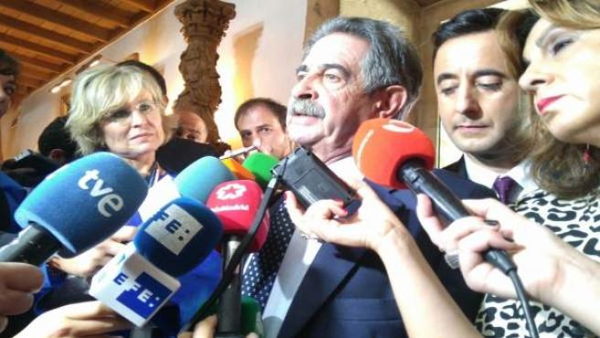 Miguel Ángel Revilla en Oviedo.