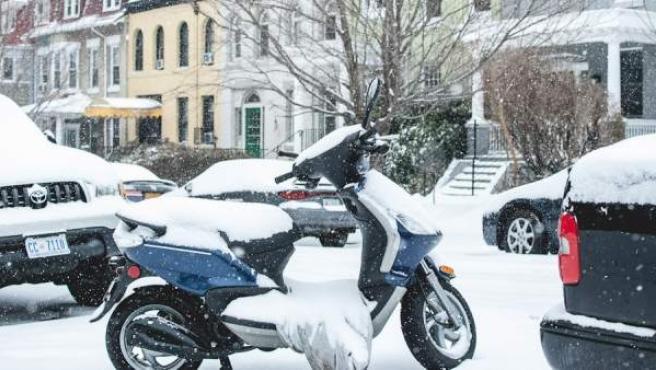 No es necesario renunciar a la moto en invierno, pero sí extremar precauciones.