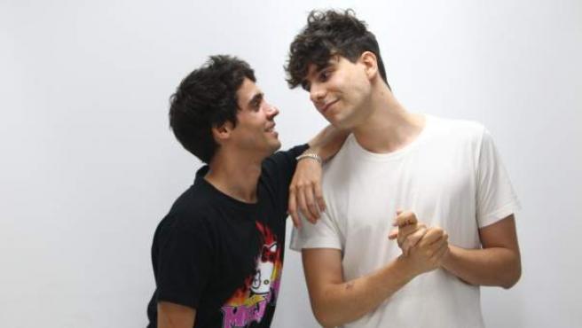 Javier Ambrossi y Javier Calvo, escritores y directores de 'La llamada'.
