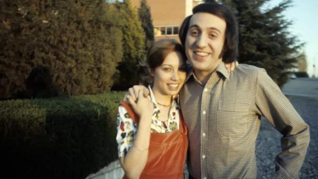 Imagen de archivo de la cantante Karina y el músico Tony Luz