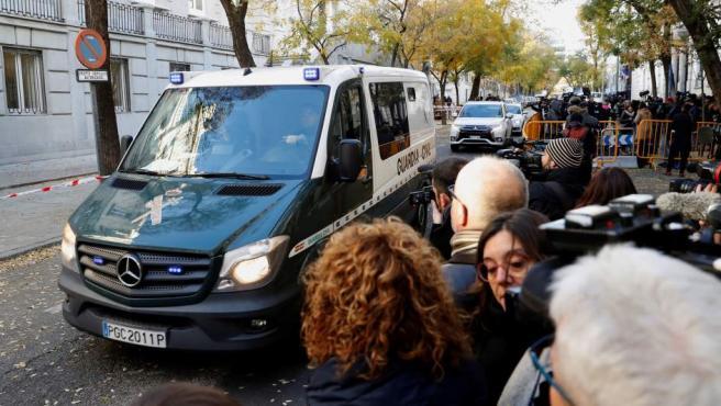 Un furgón policial llega al Tribunal Supremo.