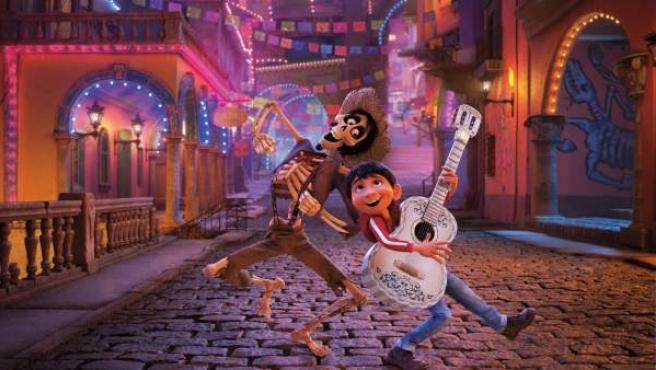 Imagen de los protagonistas de 'Coco', la nueva cinta de Pixar.