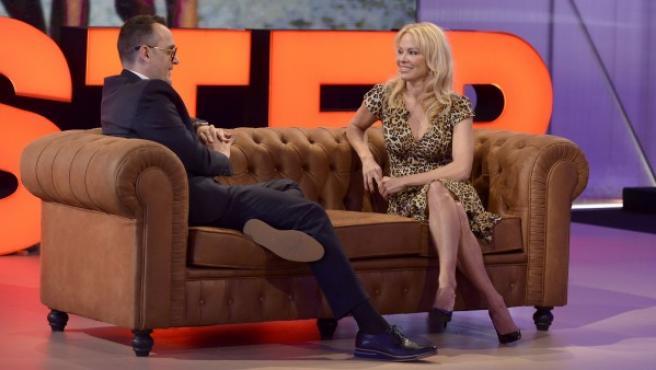 Pamela Anderson, con Risto Mejide, en el programa de Cuatro 'Chester'.
