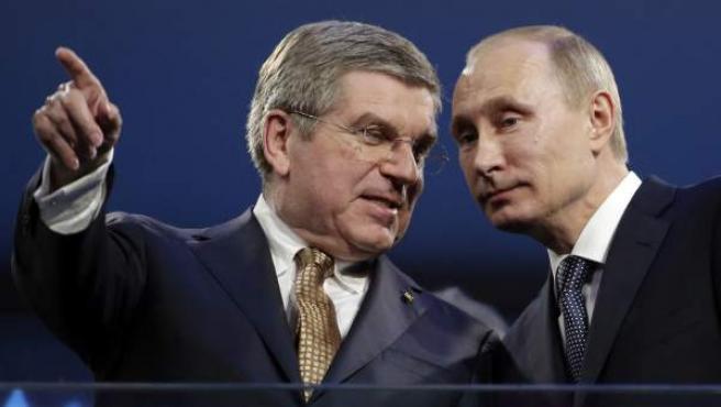 Thomas Bach y Vladimitir Putin, presidentes del COI y de Rusia, respectivamente.
