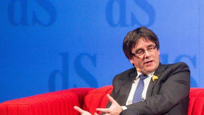 El expresidente de Cataluña, Carles Puigdemont, en una entrevista en Amberes el sábado por la noche.