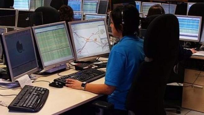 Una de las operadoras que atiende las llamadas en el 112