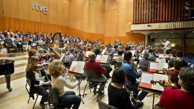 El programa 'Clásicos y Reverentes' es una 'talent show' de música clásica en el que la Orquesta Sinfónica de RTVE jugará un papel fundamental.