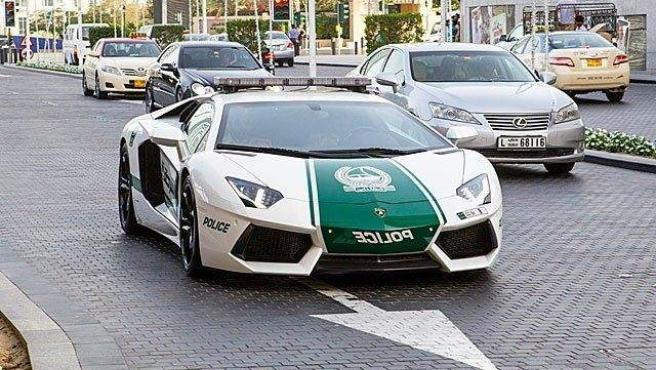<p>Además de Lamborghinis y Bentleys los agentes también tienen Audis, BMW o Toyotas. El motivo es que necesitan coches rápidos y veloces debido a la gran cantidad de autos deportivos entre los locales.</p>