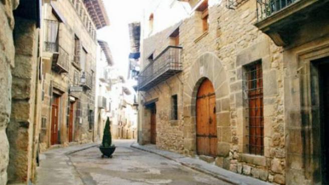 """A las puertas del Mediterráneo y de la Sierra de Gúdar, Rubielos de Mora (Teruel) ha logrado convertir el título de """"pueblo más bello y bueno"""" de España en una estrategia contra la despoblación."""
